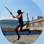 Ninjakämpfer bieten Folklore Spektakel am Flughafen in Tirana